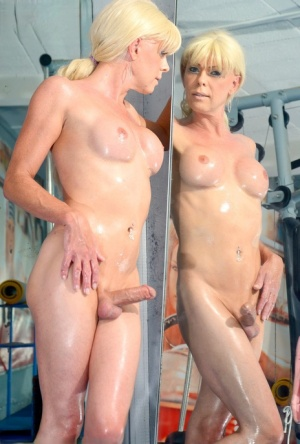 Oiled Shemale Pics